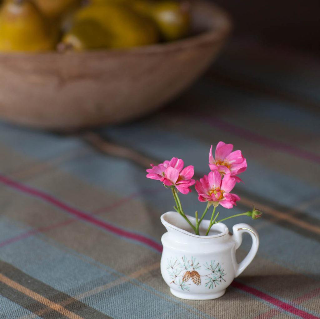 Creative flower vase creamer