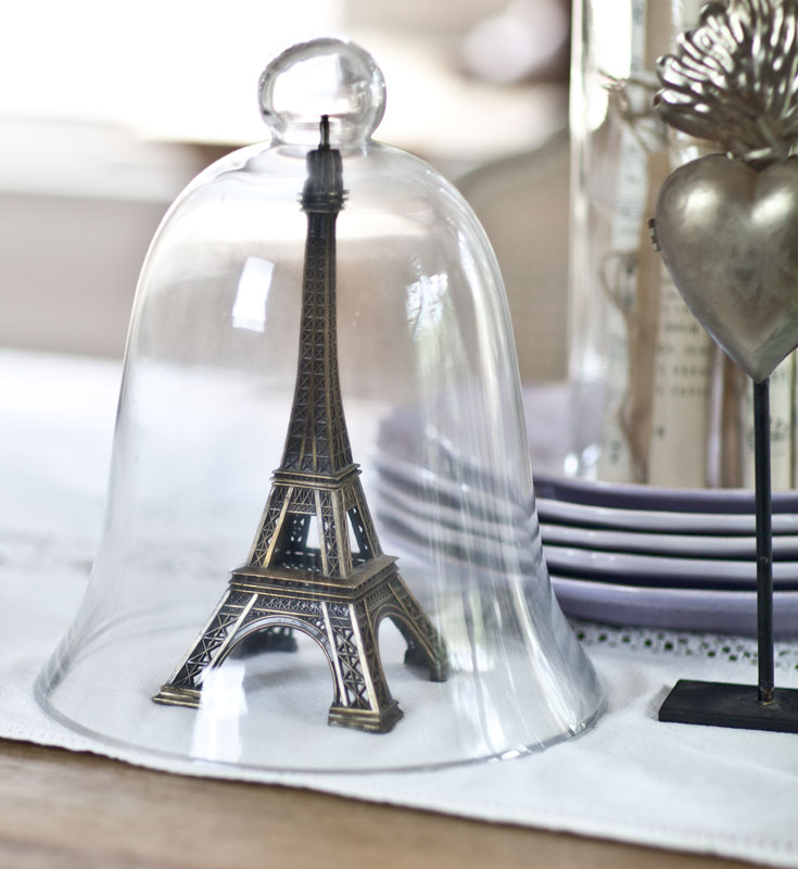 Cloche with Eiffel tower