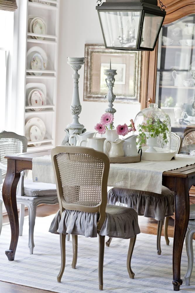 Neutral Versus Color breakfast room