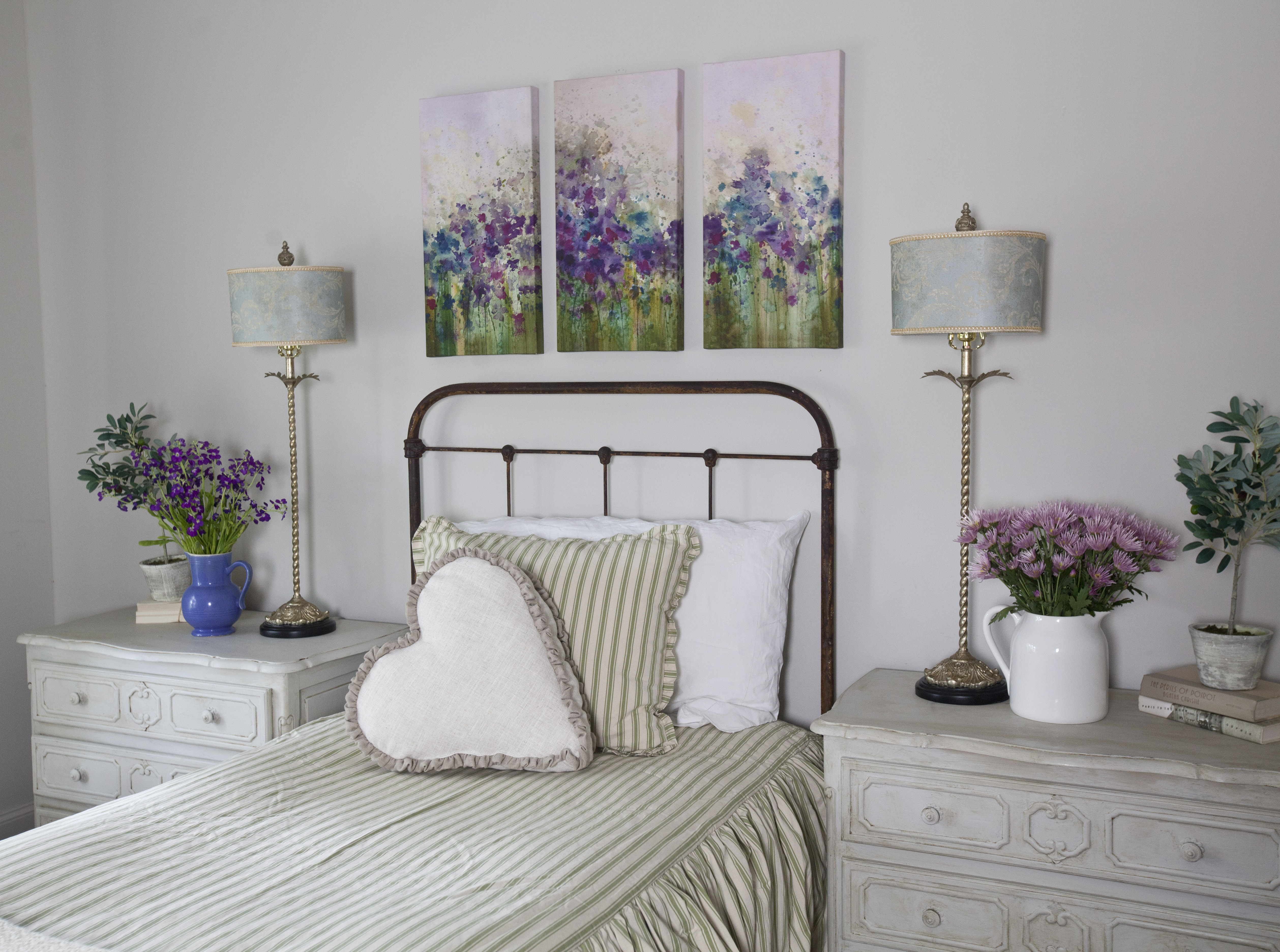 Cedar Hill Farmhouse bed and lamps